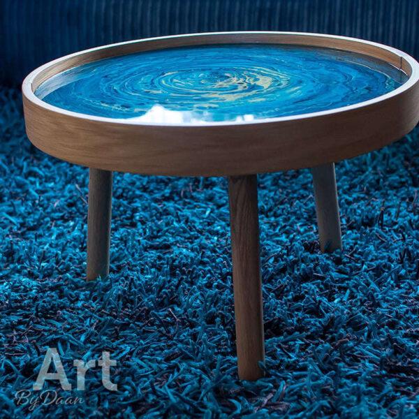 Unieke bijzettafel blauw met kunstwerk