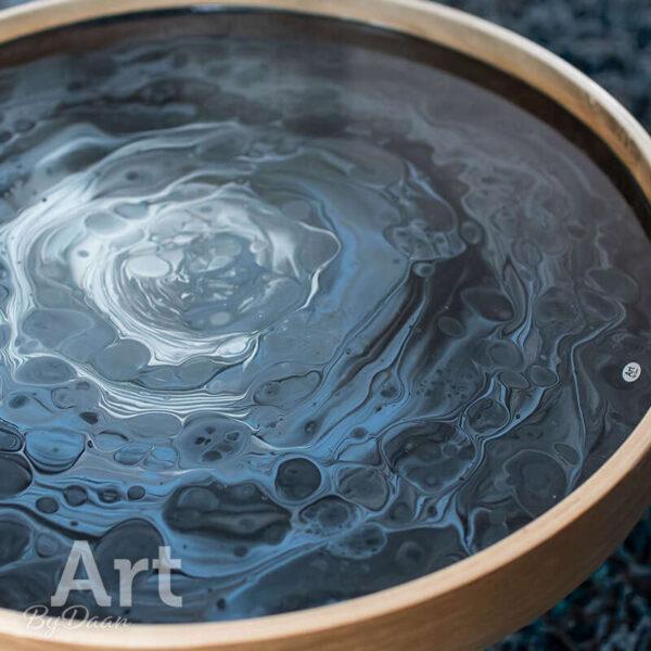 Unieke design bijzettafel met grijs tafelblad kunstwerk