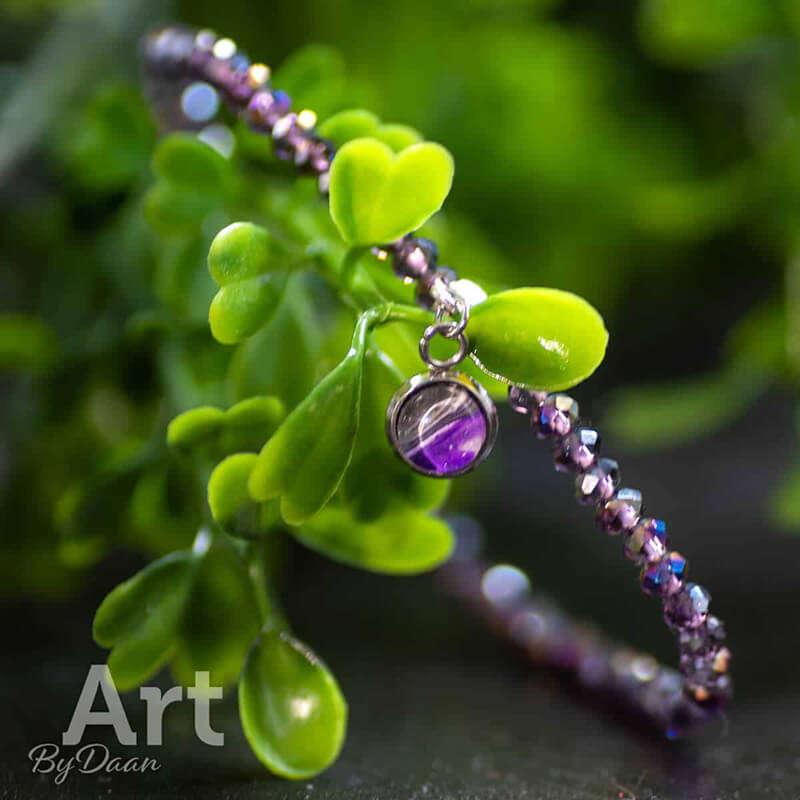 handgemaakte-paarse-kralenarmband-met-paarse-bedel-handgemaakte-sieraden.jpg