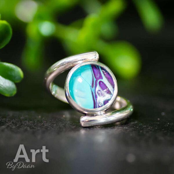 Bijzonder exclusieve handgesmede ring met blauwe steen
