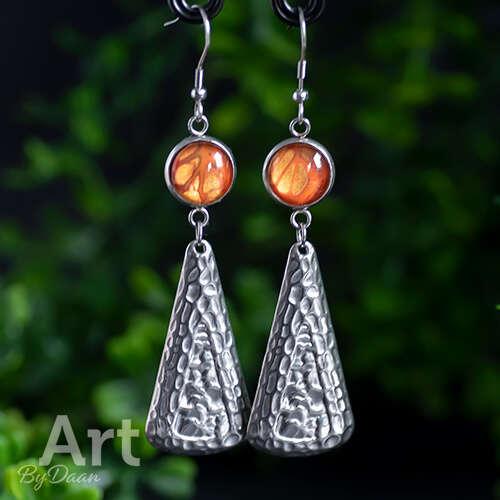 Handgemaakte Sieraden: Aparte Lange statement oorbellen met oranje steen 'Gold Orange'