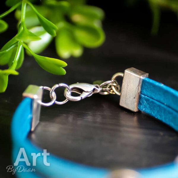 Blauw leren handgemaakte armband met blauwe steen