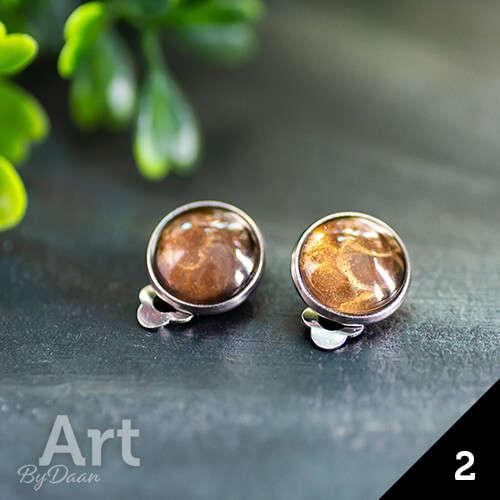 Aparte oorclips met bruine steen handgemaakt