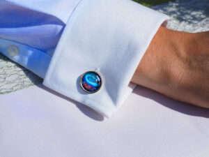 How do you wear cufflinks