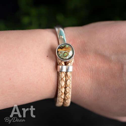 Half metalen armband met groene steen