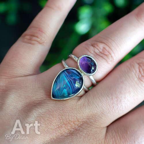 Bijzonder opvallende handgesmede zilveren ring met amethist