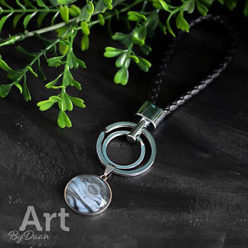 Handgemaakte sleutelhanger - Luxe leren sleutelhanger met blauw / zwarte steen