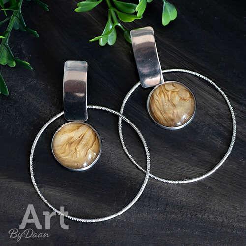 Unieke grote oorringen met goudkleurige steen handgemaakte sieraden