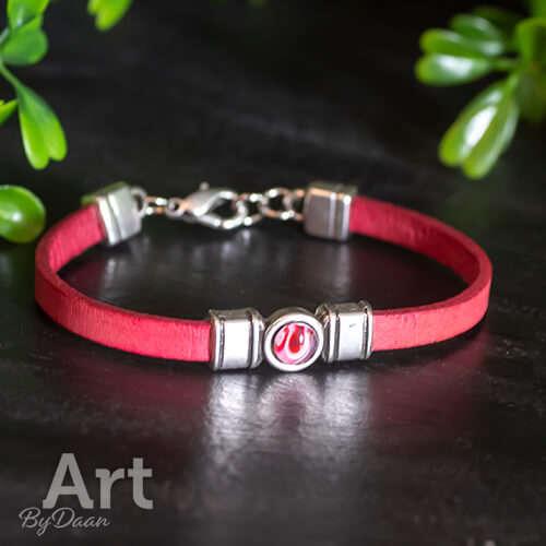 Handgemaakte sieraden - Subtiel rood armbandje met rood steentje handgemaakt