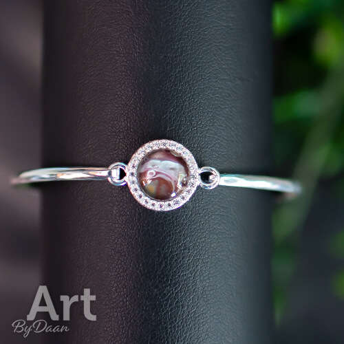 Bijzondere zilveren armband met donkerrode steen