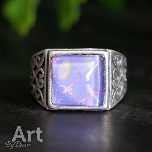 Bijzondere zilveren vierkante ring met paarse steen