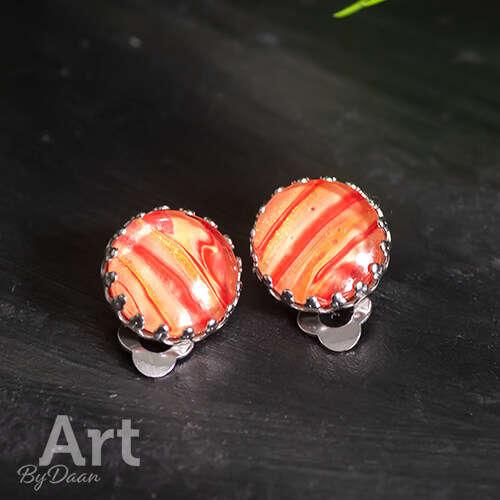 Unieke oranje en gele oorclips met een decoratief randje