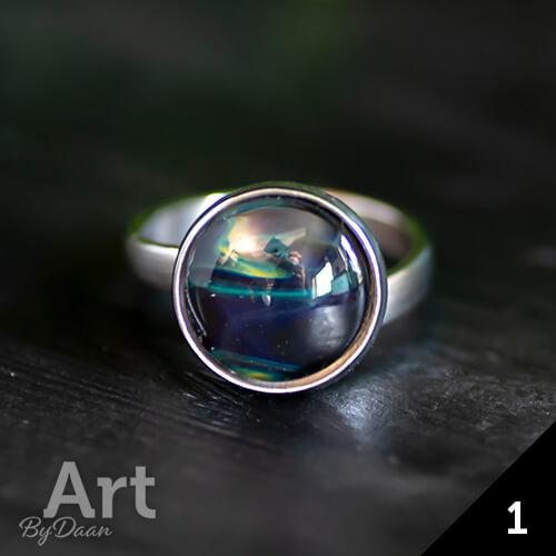 Bijzondere ring met donkerblauwe steen - handgemaakte sieraden