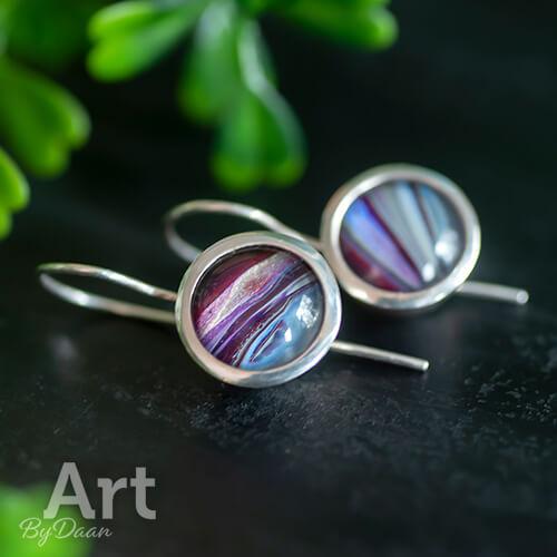Exclusieve handgesmede oorbellen met paarse stenen
