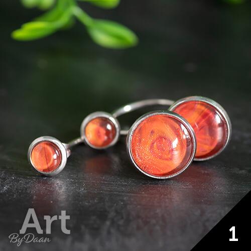 Oorknopjes met hangers en oranje stenen - handgemaakte sieraden