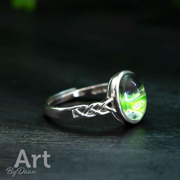 Exclusieve zilveren sieradenset met ovale groene stenen oorbellen ketting en ring - handgemaakte sieraden