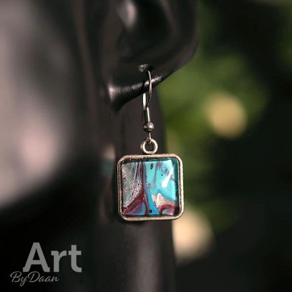 speciale vierkante oorbellen met turquoise steen