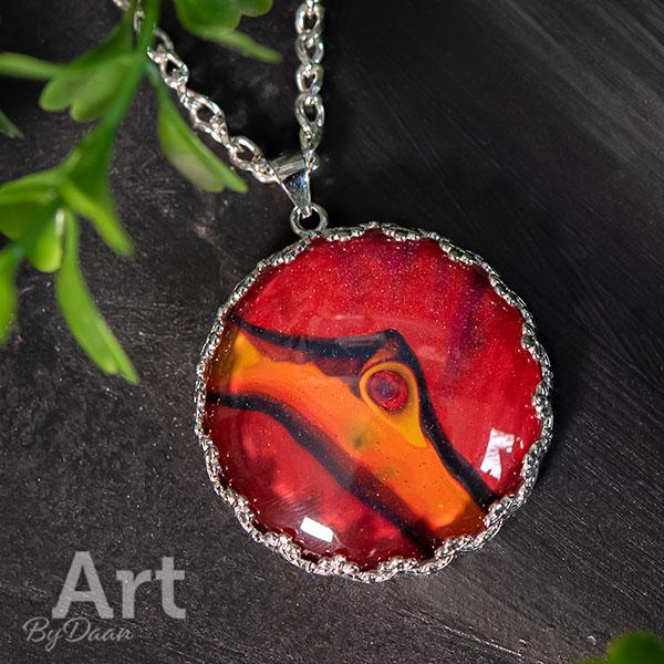 Exclusieve zilveren ketting met handgemaakte oranje rode steen