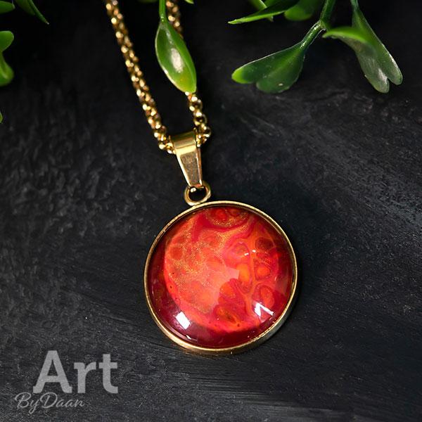 Prachtige vergulde ketting met handgemaakte rode steen