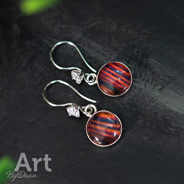 Unieke zilveren oorbellen met oranje steen en zirkonia