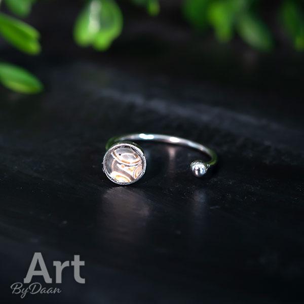 Zilveren ring voor dunne vingers met handgemaakte bruine steen