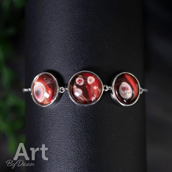 Exclusieve zilveren damesarmband met handgemaakte stenen rood blauw