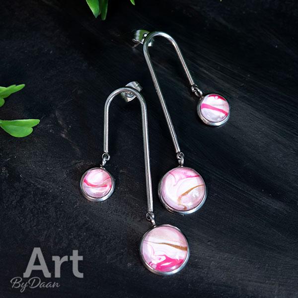 Unieke lange oorbellen met twee roze steentjes