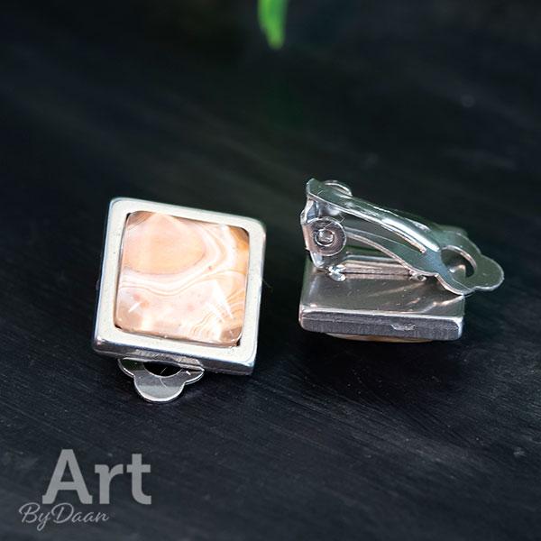 Unieke vierkante comfortabele oorclips met bruine steen