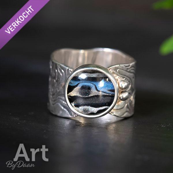 Brede handgesmede zilveren ring
