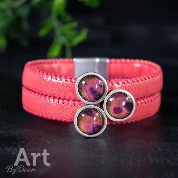 Brede armband met gekleurde stenen roze
