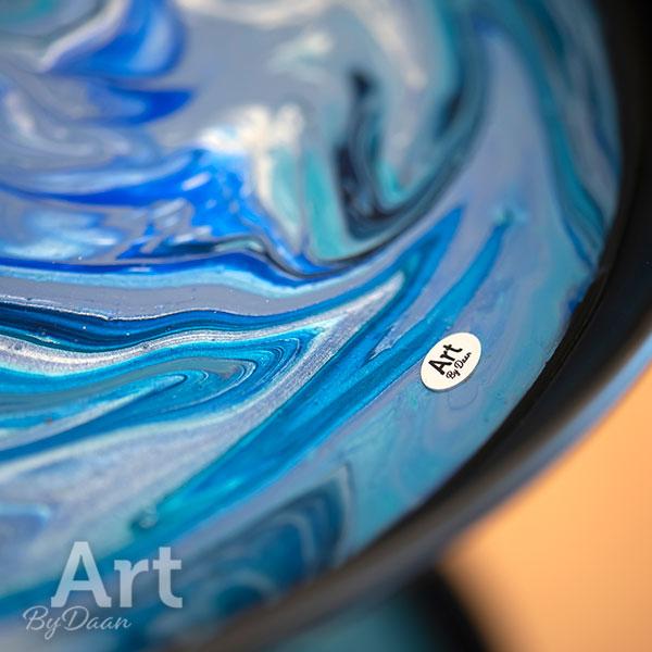 Exclusieve etagere blauw met ingegoten kunstwerk
