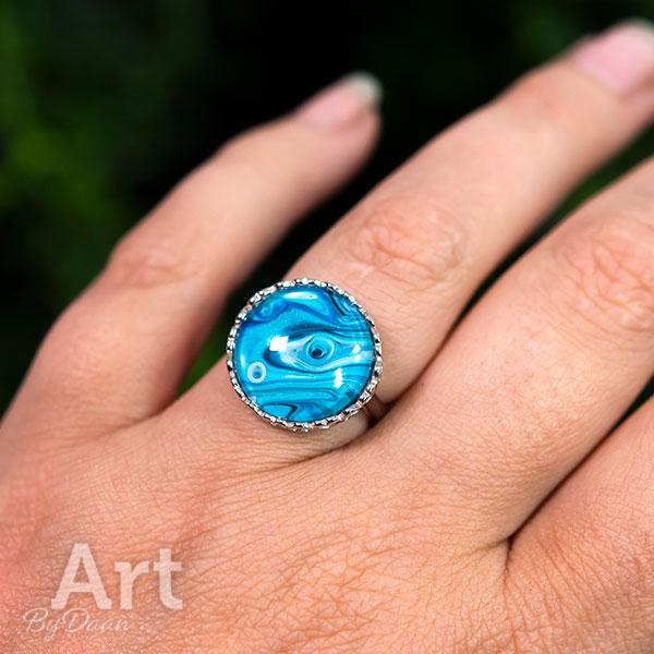 handgemaakte sieraden - Unieke zilveren ring met blauwe steen en hartjes