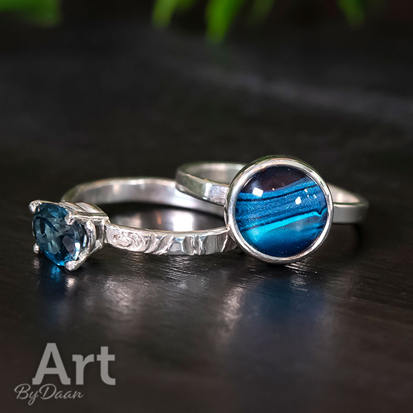Zilveren aanschuifringen met Blue London Topaas