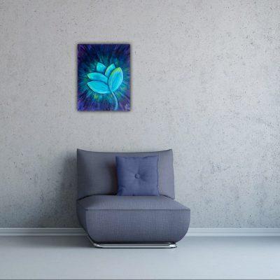 Schilderij van een abstracte blauwe bloem