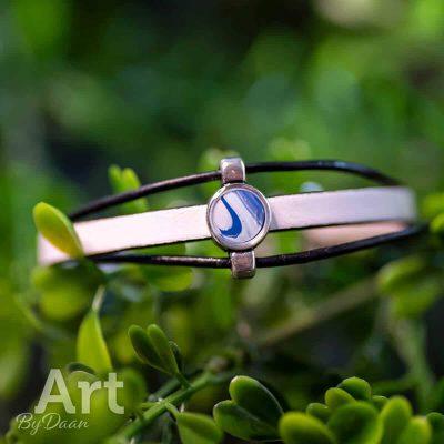 3-lagen-handgemaakte-armband-met-blauw-en-wit-handgemaakte-sieraden.jpg
