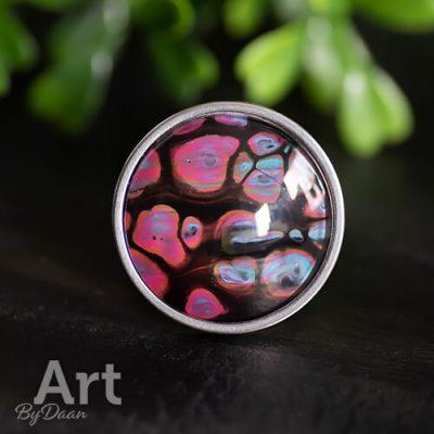 Aparte grote ring met bijzondere kleurrijke steen