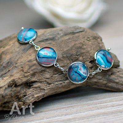 armband-020-16mm-met-6-kunstwerkjes-blauw-rood-handgemaakte-sieraden.jpg