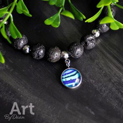 Armband met lavastenen en blauwe bedel handgemaakt