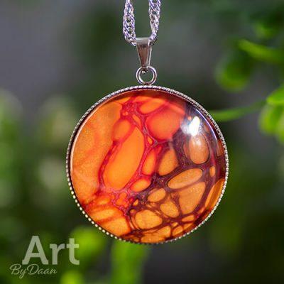 bijzondere-collier-met-handgemaakte-oranje-steen.jpg