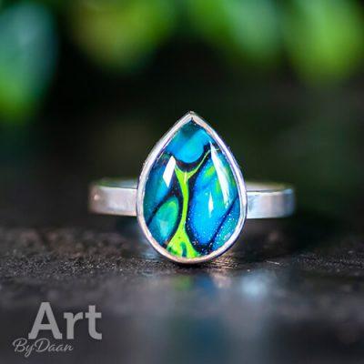 bijzondere-handgemaakte-zilveren-ring-met-blauwe-druppel-steen2.jpg