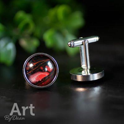 bijzondere-manchetknopen-met-rode-stenen.jpg