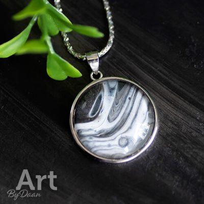 Bijzondere sterling zilveren hanger met zwart witte steen