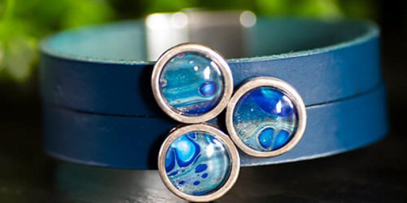 Moederdag Tips 2020 - Aparte Sieraden - Nederland & België - Brede blauwe leren armband met makkelijke sluiting