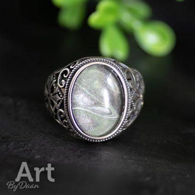 Unieke brede stoere zilveren ring met groene steen