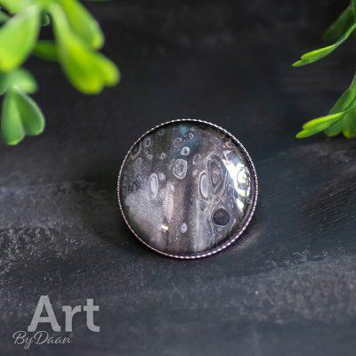 broche-met-zwarte-steen3.jpg