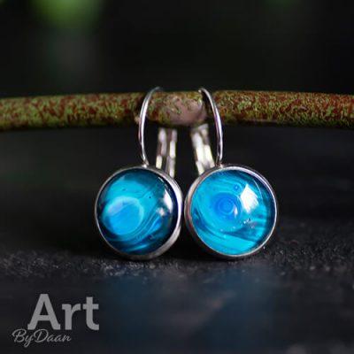 dichte-oorhangers-met-blauwe-steen2.jpg