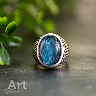 Handgemaakte Grove herenring met blauwe steen 'Blue Night' - mt 17,5
