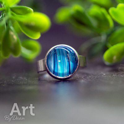 handgemaakte-RVS-ring-met-bijzondere-blauwe-steen-verstelbaar-handgemaakte-sieraden2.jpg