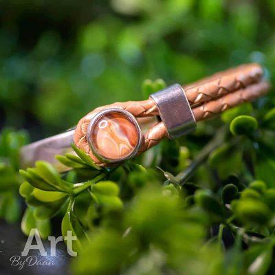 handgemaakte-armband-in-apricot-handgemaakte-sieraden.jpg