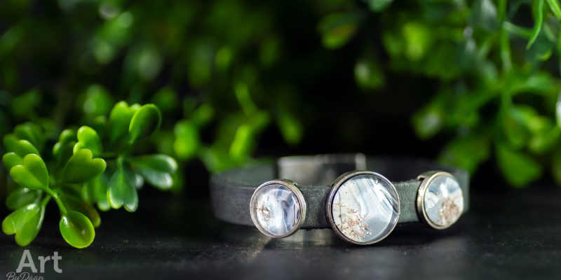 As armband - Speciaal, hangemaakte sieraden met As van dierbaren zoals mensen maar ook honden en katten of liever een asbedel armband neem gerust contact met ons op